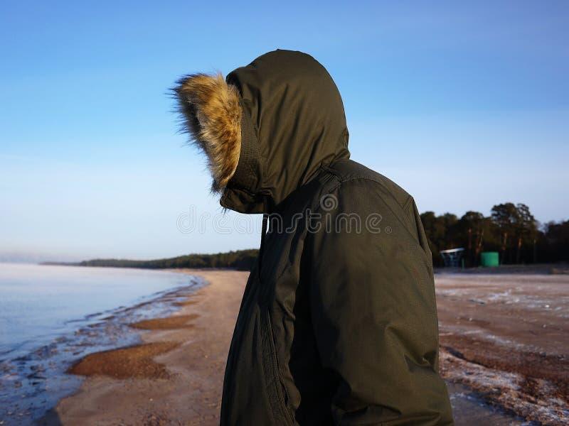Le parc des hommes d'hiver Détails, plan rapproché, temps d'hiver et veste chaude photos libres de droits