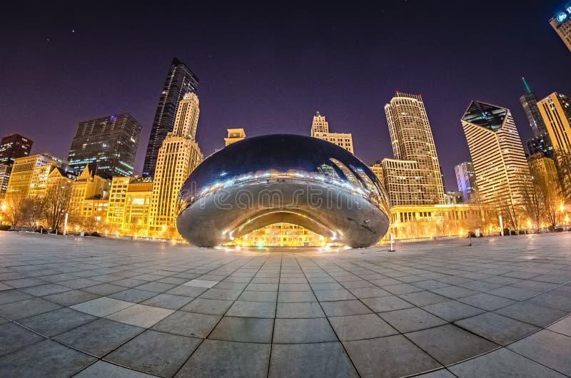 Le parc et le nuage de millénaire déclenchent le haricot Chicago du centre photographie stock libre de droits