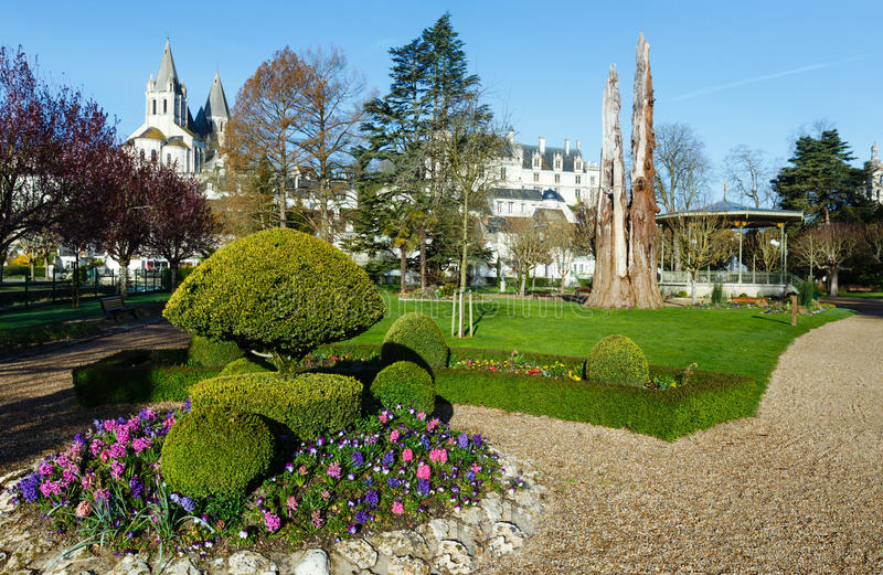 Le parc public de ressort dans la ville de Loches (Frances) photographie stock libre de droits