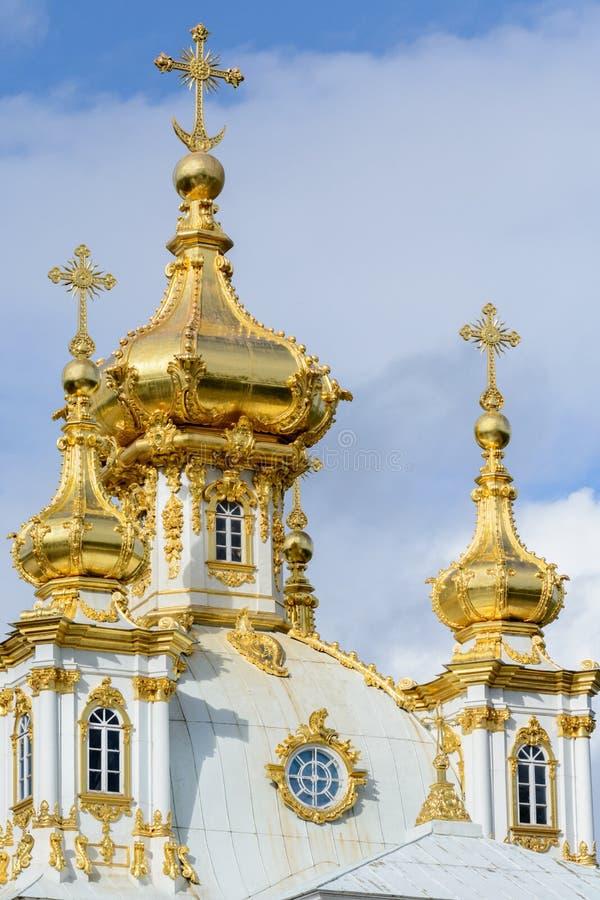 Le parc supérieur a été créé sous le tsar Peter I Il est situé dans Peterhof entre l'avenue de St Petersburg et le Peterhof grand photographie stock libre de droits