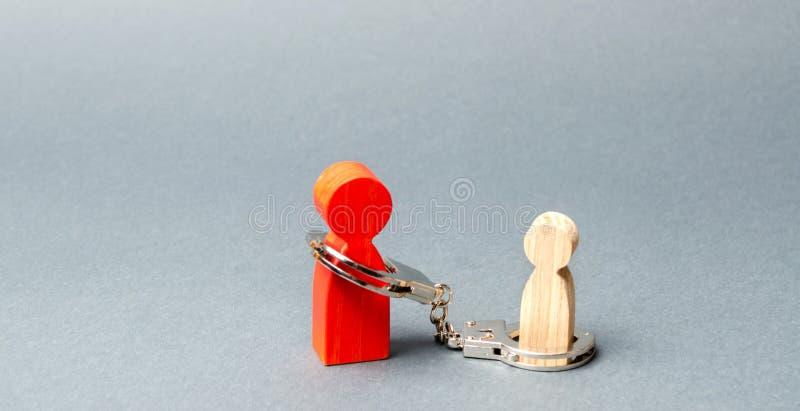Le parent est menott? ? l'enfant Le concept de la dette parentale Paiement de pension alimentaire Garde, soin et entretien de min images libres de droits