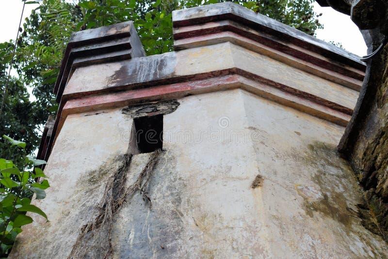Le pareti di vecchia torre della fortezza spagnola filippine immagine stock