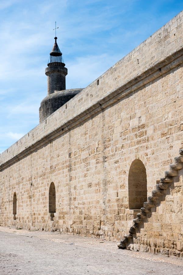 Le pareti e la torre di Aigues-Mortes fortificano, la Francia immagine stock libera da diritti