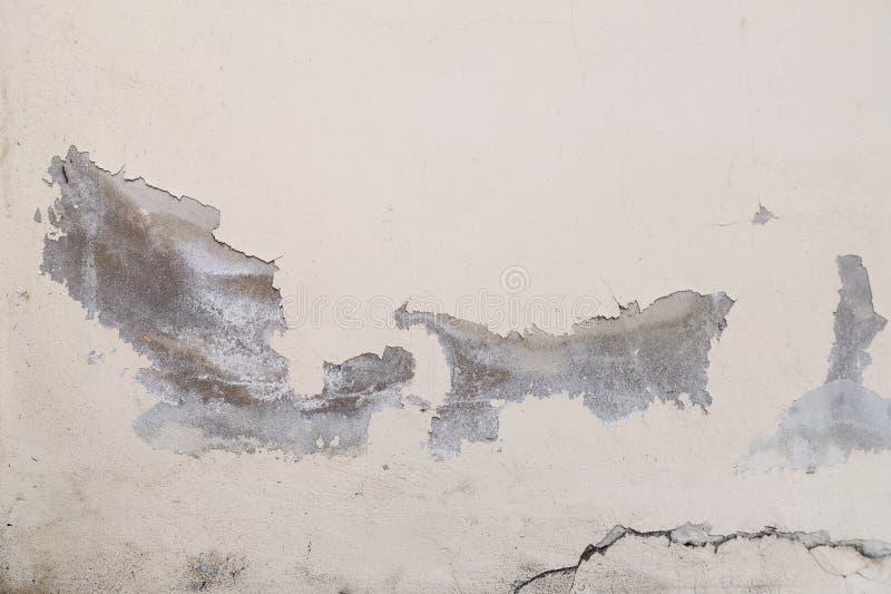 Le pareti erano crepe dal cedimento possono significare il pericolo, ci sono molte cause innaffiano la terra o le costruzioni che fotografie stock