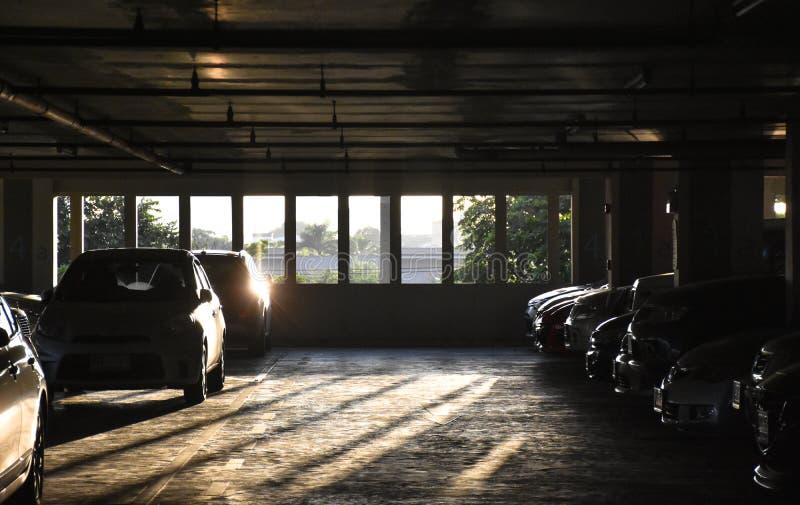 Le parking est allument le matin photos libres de droits