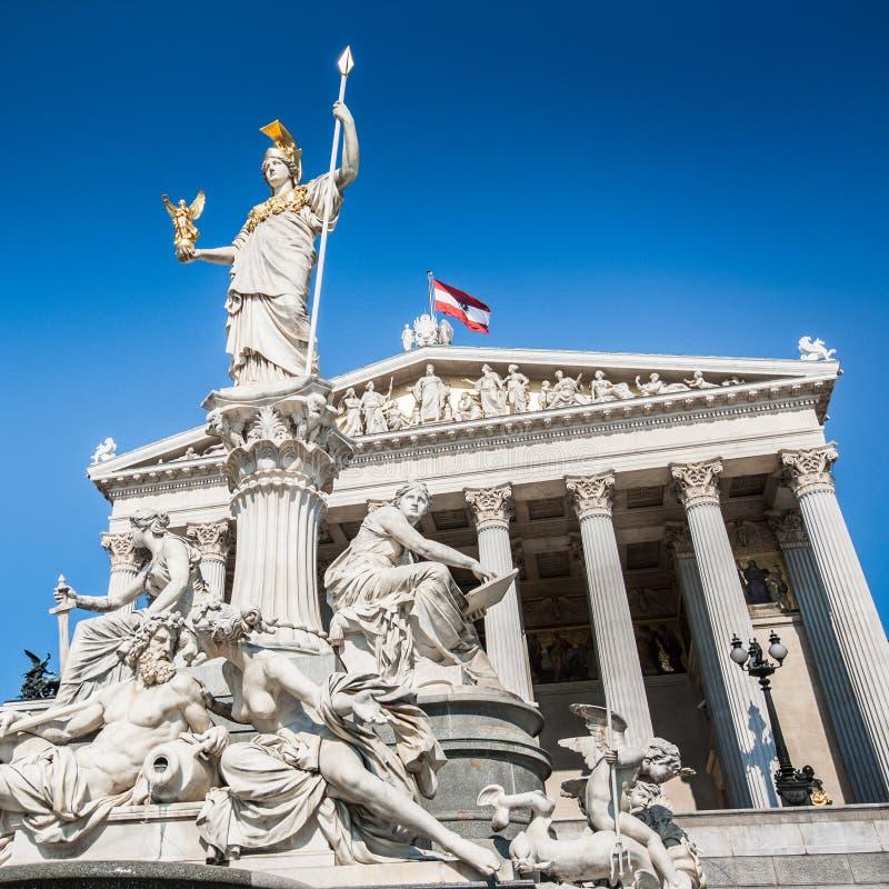 Le parlement autrichien avec la fontaine de Pallas Athena à Vienne, Autriche photo libre de droits