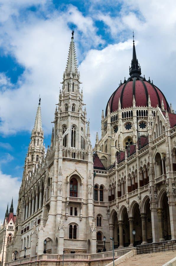 Le Parlement de la Hongrie couvrent d'un dôme, art gothique à Budapest photo stock