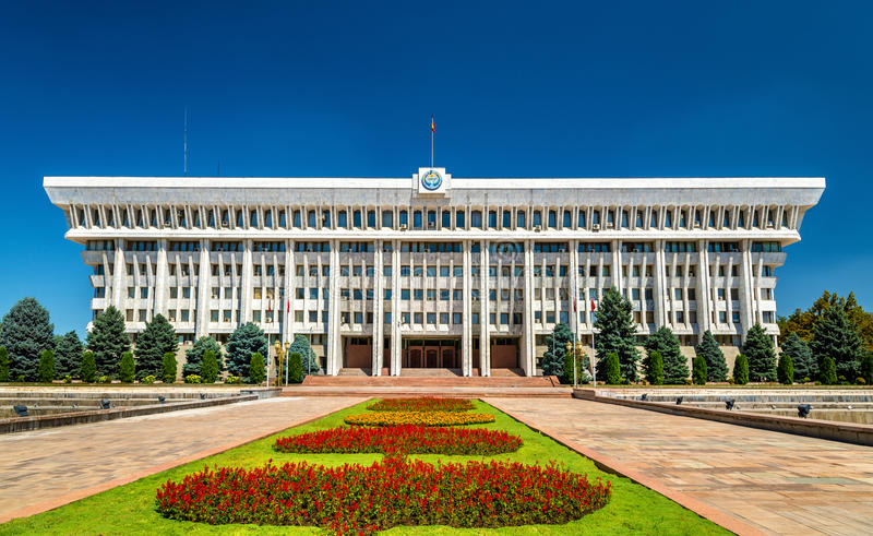 Le Parlement de la république du Kyrgyzstan à Bichkek photographie stock libre de droits