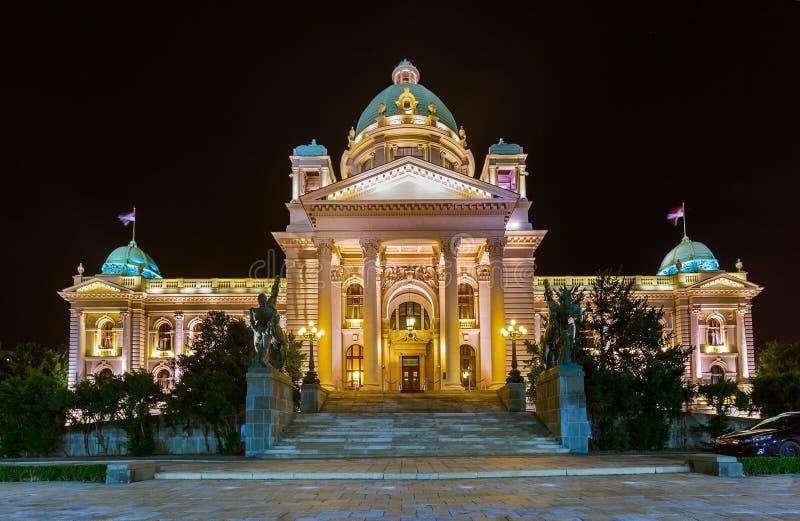 Le Parlement de la Serbie à Belgrade la nuit photo stock