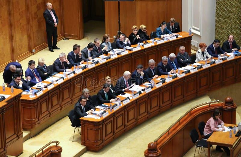 Le Parlement roumain - faites signe sans confiance contre le gouvernement photographie stock