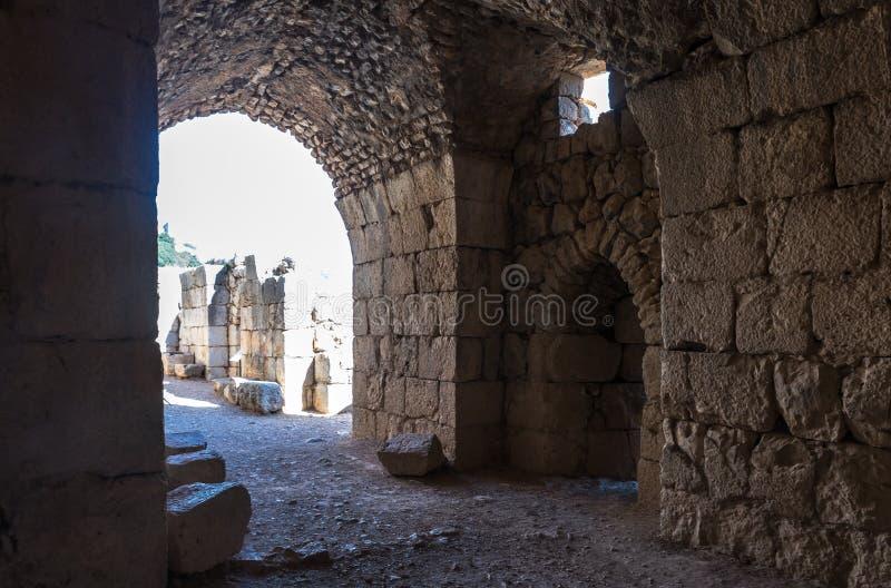 Le passage dans la rangée inférieure en Nimrod Fortress a placé en Galilée supérieure en Israël du nord à la frontière avec le Li photos libres de droits