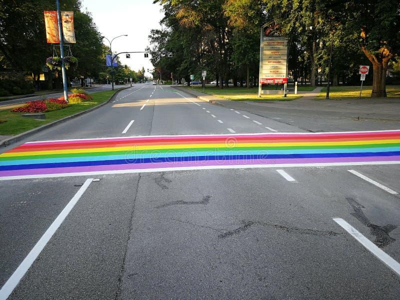 Le passage pour piétons, arc-en-ciel a peint le passage pour piétons à Richmond, la Colombie-Britannique photos stock