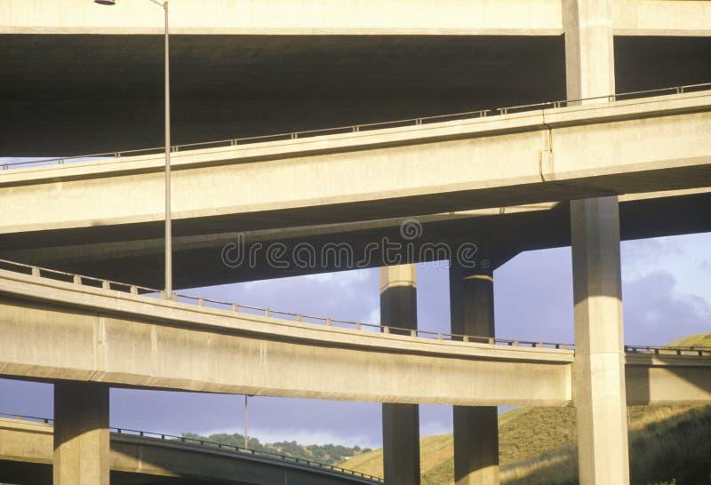 Le passage supérieur de la route 10 en Californie du sud images libres de droits