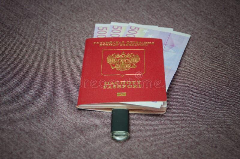 Le passeport du citoyen du pays avec l'argent l'Eu photos libres de droits
