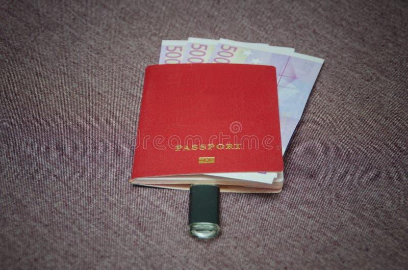 Le passeport du citoyen du pays avec l'argent l'Eu photo libre de droits