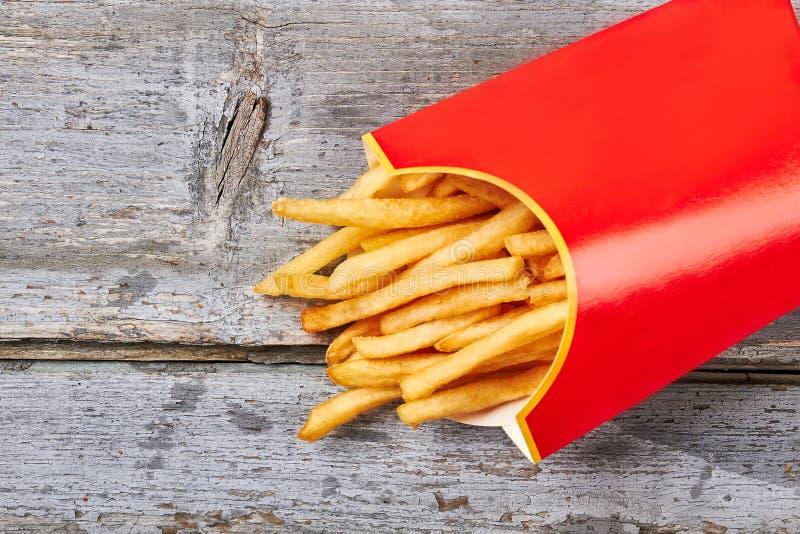 Le patate fritte hanno preparato in contenitore immagini stock libere da diritti