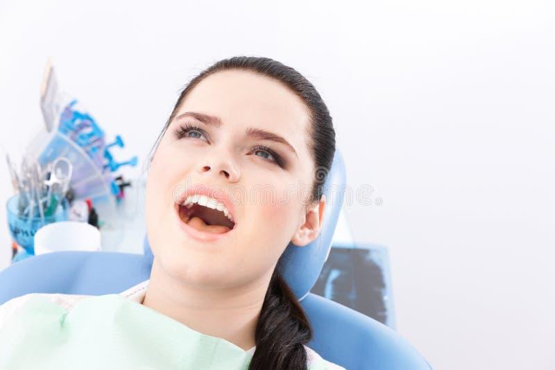 Le patient heureux est prêt pour la demande de règlement photos libres de droits