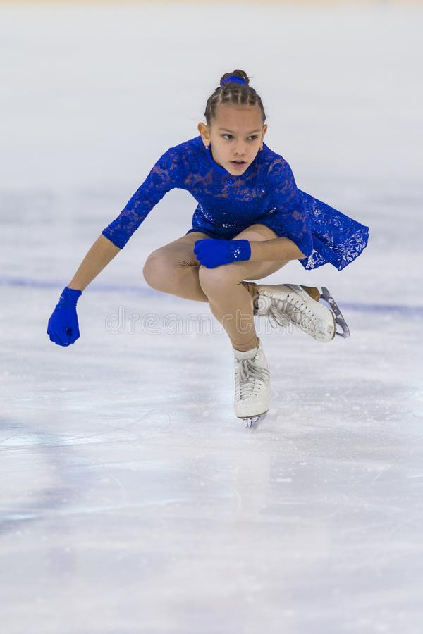 Le patineur artistique féminin du Belarus Eva Korral- Goronovskaya exécute CUB un programme de patinage gratuit de filles images stock