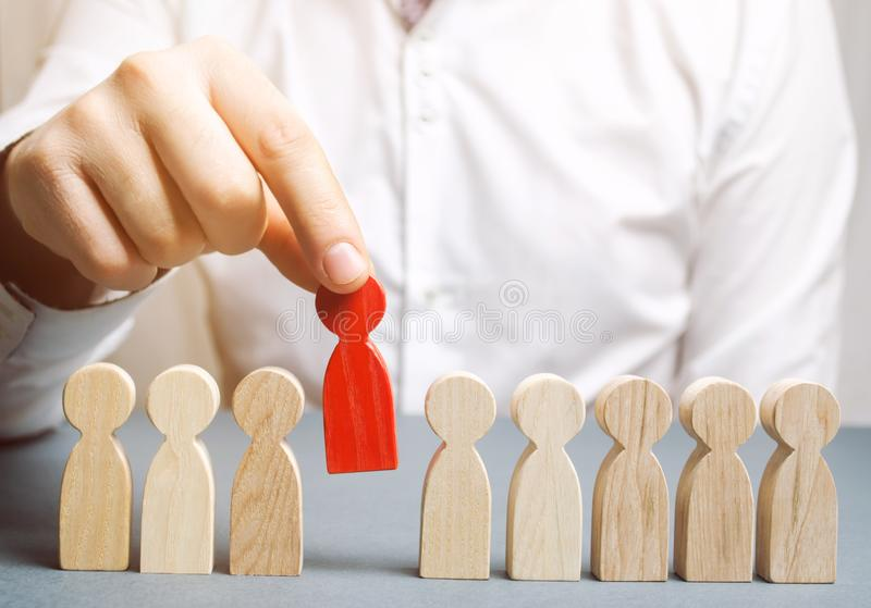 Le patron écarte l'employé de l'équipe Gestion du personnel Mauvais travailleur dégradation Le concept de trouver des personnes e images stock