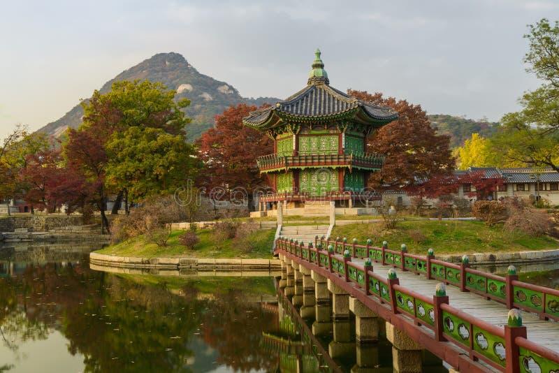 Le pavillon coréen traditionnel célèbre photos libres de droits