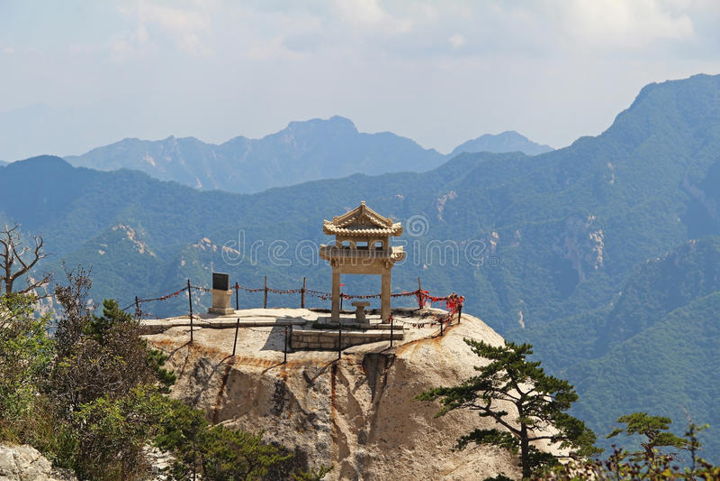 Le pavillon d'échecs dans la montagne de Huashan de montagnes, Chine photos stock