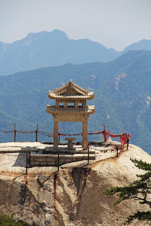 Le pavillon d'échecs dans la montagne de Huashan de montagnes, Chine photographie stock libre de droits