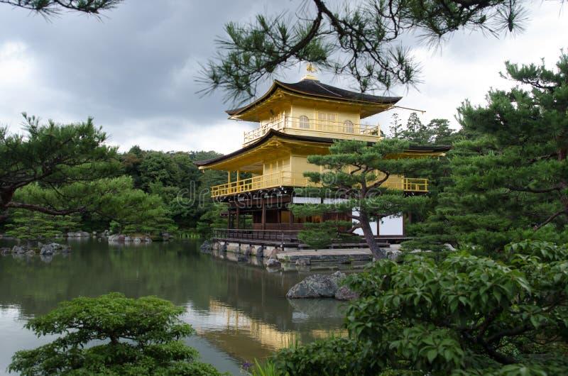 Le pavillon d'or (Kinkaku-JI) à Kyoto, Japon image stock
