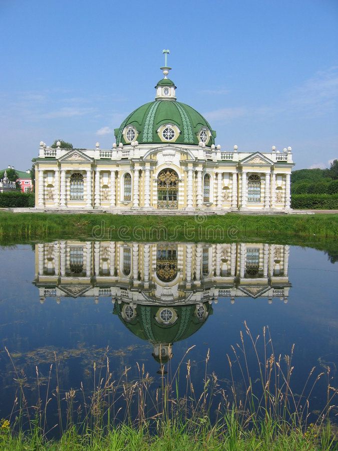 Le pavillon de grotte au musée-patrimoine Kuskovo, monument de Th photo stock