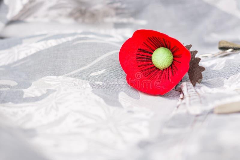 Le pavot rouge est un symbole de jour de vétérans de la Thaïlande photo stock