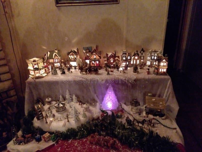 Le pays des merveilles de village de Noël image libre de droits
