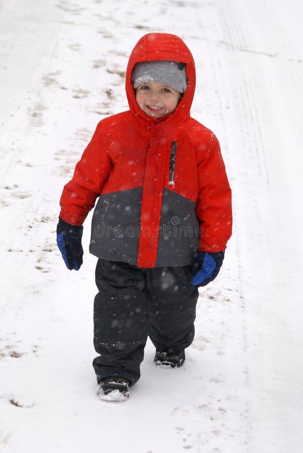 Le pays des merveilles jeune d'hiver images libres de droits