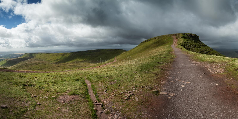 Le paysage de panorama au-dessus de Brecon balise le PARC national photographie stock libre de droits