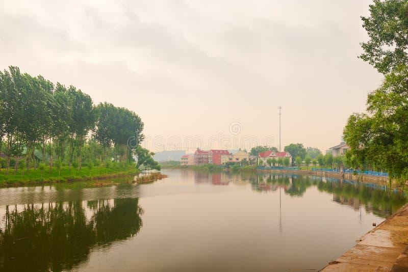 Le paysage de pluie images stock
