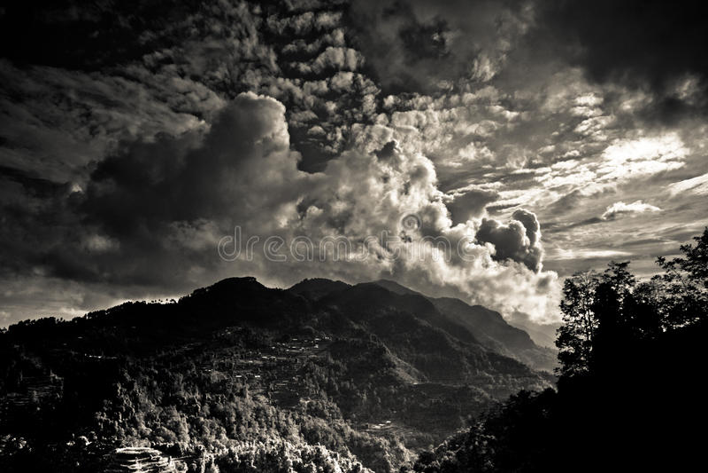 Le paysage de secteur de Sindhupalchowk sur le Népal/borde tibétain photographie stock libre de droits