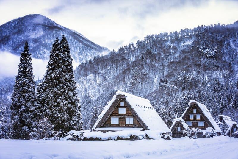 Le paysage du Japon Twightlight de Shirakawago Village historique de Shirakawago en hiver, Japon photo stock