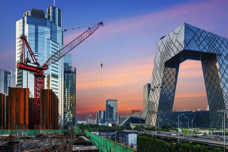 Le paysage moderne de ville dans le coucher du soleil, Pékin, Chine images libres de droits