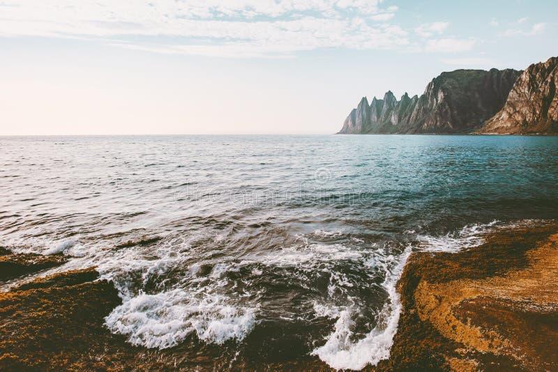 Le paysage Okshornan de la Norvège fait une pointe la montagne et la mer images libres de droits