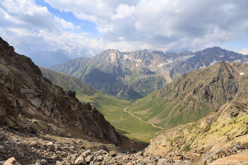 Le paysage passionnant des environs d'Elbrus photos libres de droits