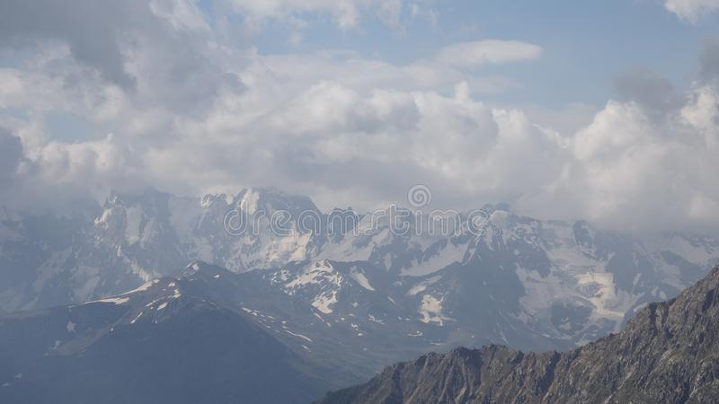 Le paysage passionnant des environs d'Elbrus photos stock