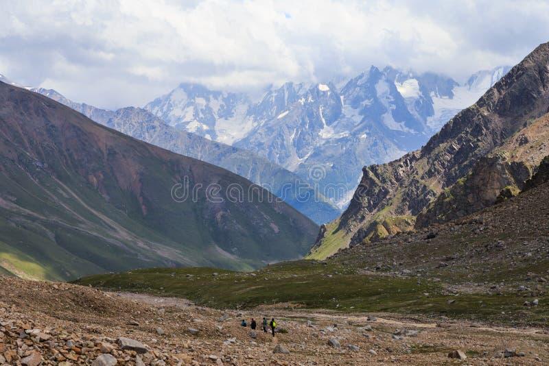 Le paysage passionnant des environs d'Elbrus photographie stock libre de droits