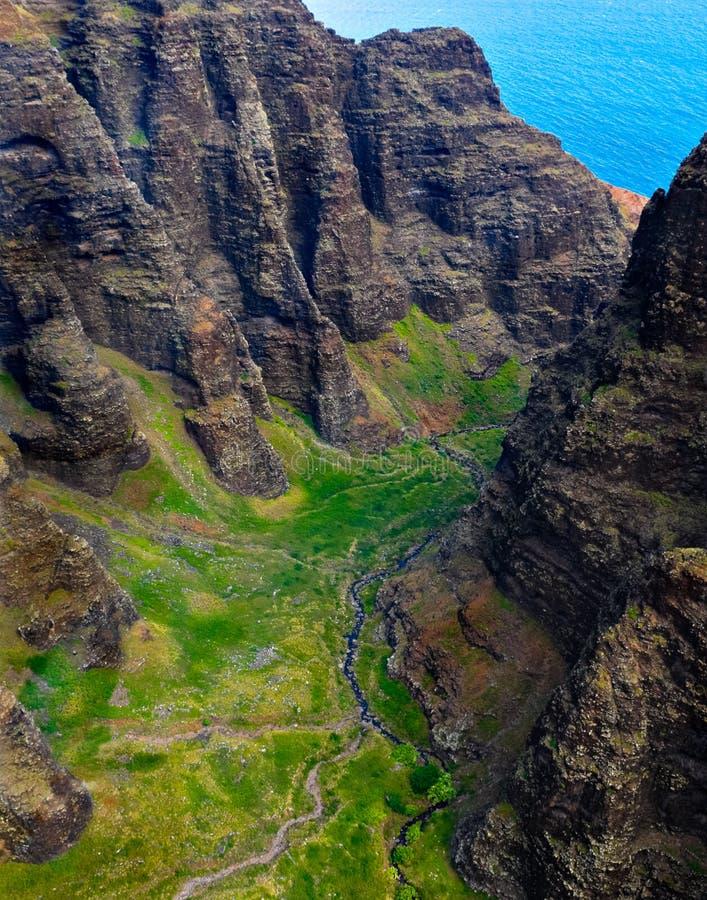 Le paysage rocailleux de la côte de Napali de Kauai, Hawaï image stock