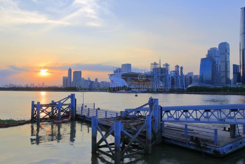 Le paysage urbain de Pearl River au coucher du soleil photographie stock