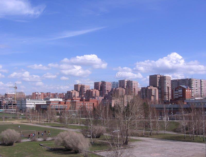 Le paysage urbain des bâtiments modernes de la métropole de Novosibirsk photo stock
