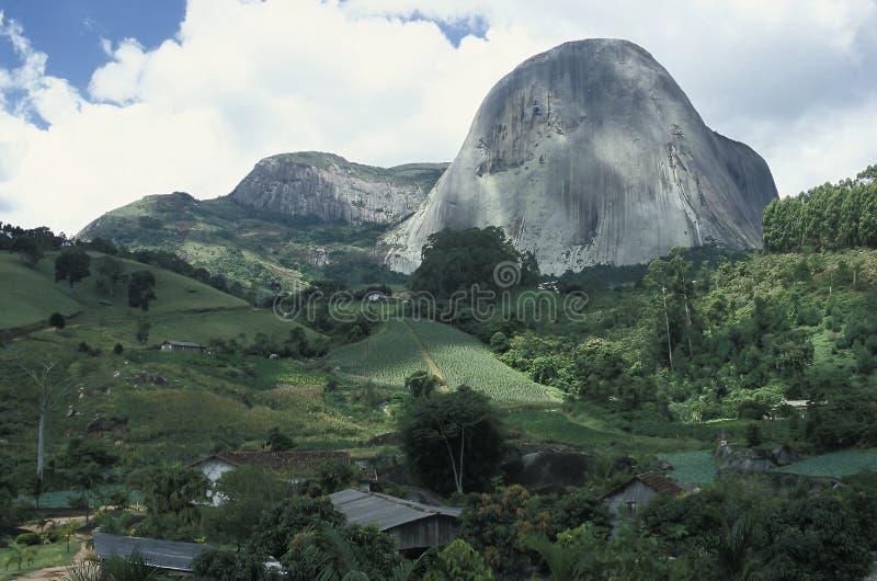 Le Pedra Azul (pierre bleue) dans l'état d'Espirito Santo, Braz images stock