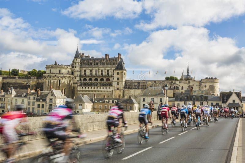 Le Peloton et les Paris-visites 2017 de château d'Amboise images stock