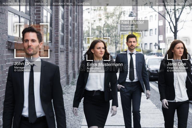 Le persone di affari affrontano riconosciuto con il sistema d'insegnamento intellettuale fotografia stock