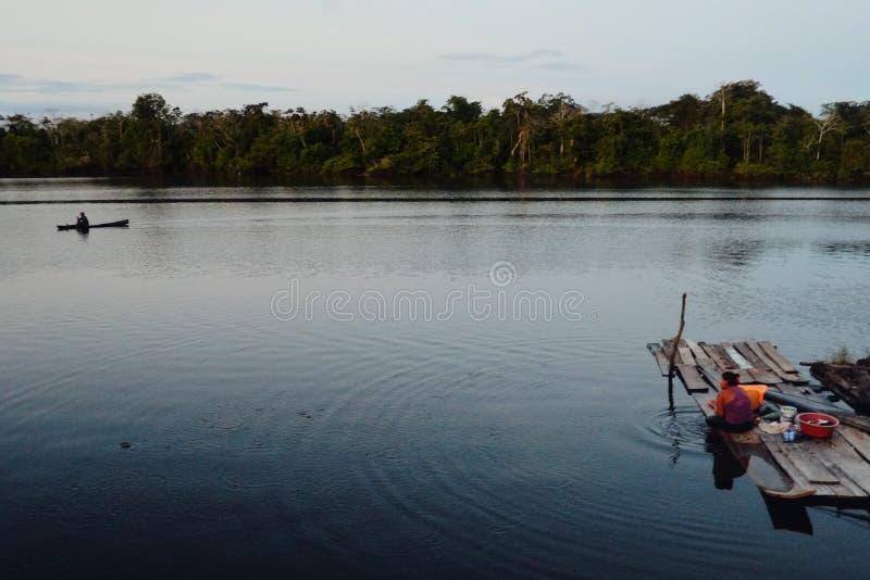 le petit lac provisoire a résulté par l'inondation près de la frontière du Pérou photo stock