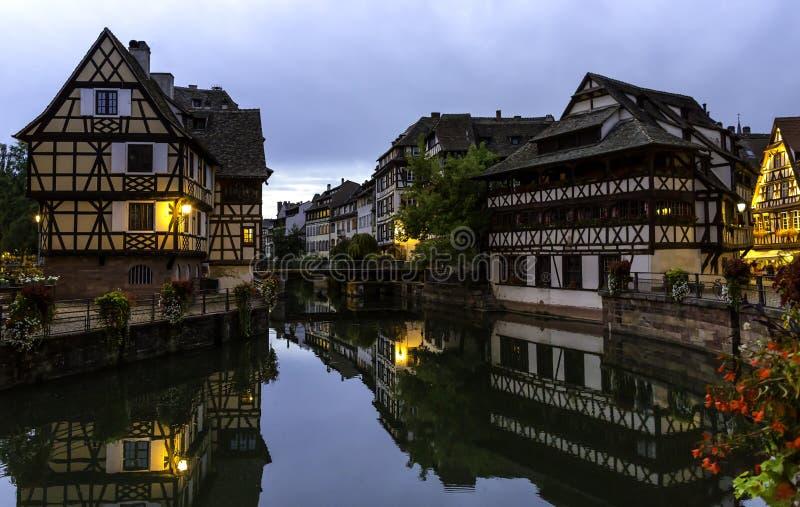 Le Petite France em Strasbourg Do centro, suportado imagem de stock