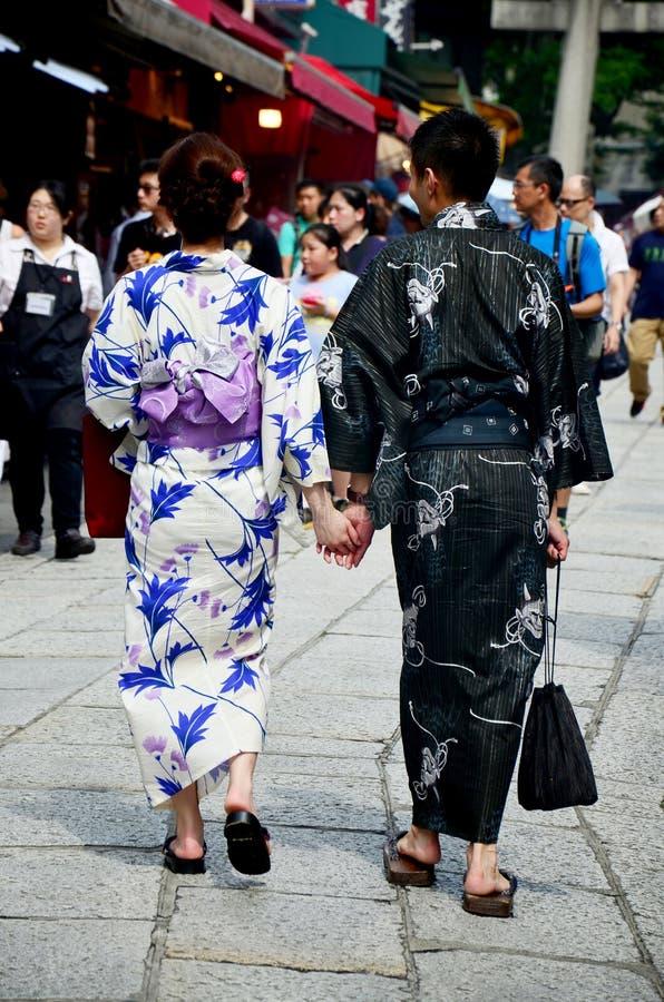 Le peuple japonais porte l'habillement japonais traditionnel (kimono et Y images stock