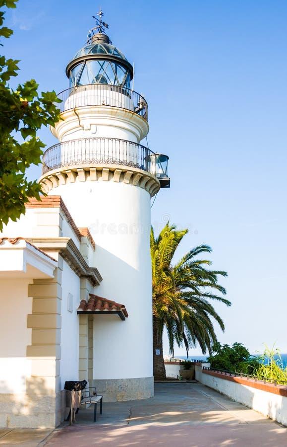 Le phare de Calella est phare actif situé dans la ville côtière de Calella en Costa del Maresme, Catalogne, Espagne photo libre de droits